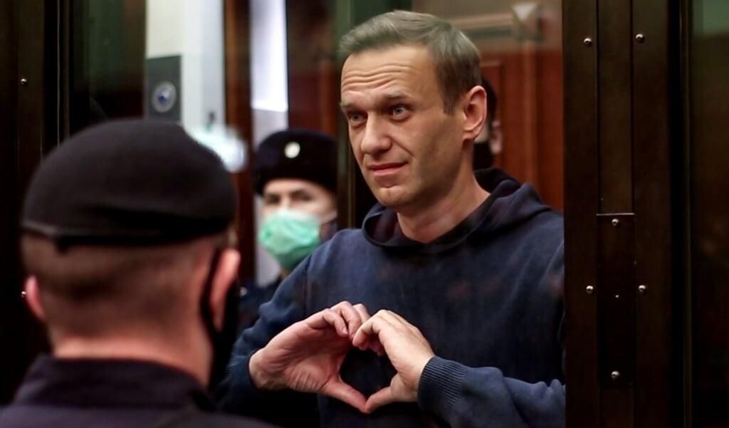 Aleksej Navalny bij zijn veroordeling.  (beeld afp / Moscow City Court Press Service)