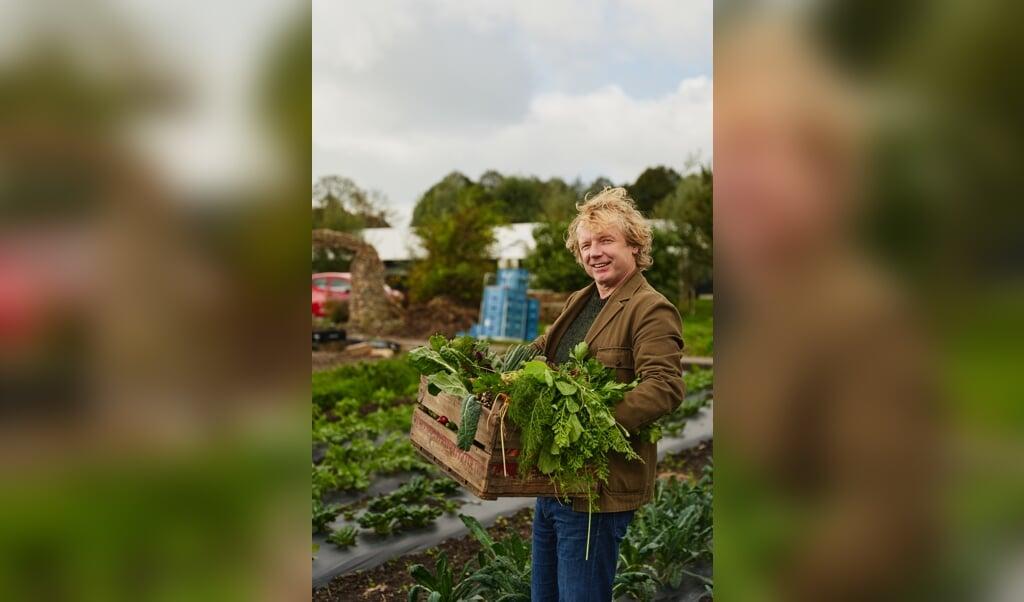 Chef-kok Bart van Olphen begint met de groente.  (beeld David Loftus)