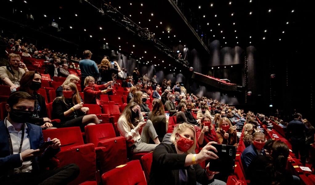 Het eerste proefevenement in Utrecht op maandag biedt perspectief voor de evenementensector, al blijft het onduidelijk wanneer grote evenementen weer kunnen doorgaan.   (beeld anp / Robin van Lonkhuijsen)