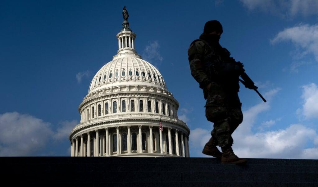 Bewaking bij het Capitool, woensdag.  (beeld afp / Brendan Smialowski)