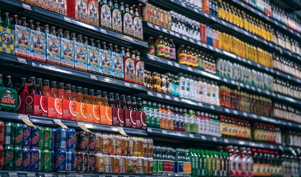 In de supermarkt vind je veel ongezonde producten.  (beeld pixabay)