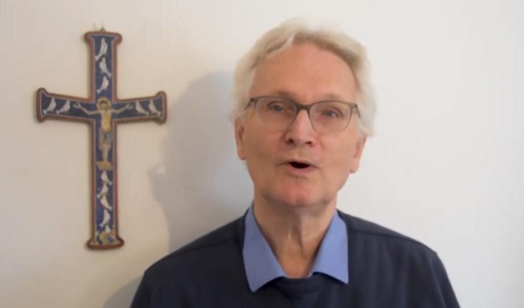 Jean-Luc Moens  (beeld Charis / Youtube)