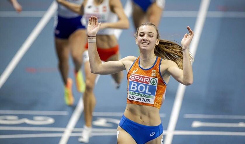 Femke Bol verovert goud op de 400 meter op het EK indooratletiek.   (beeld anp / Robin van Lonkhuijsen)