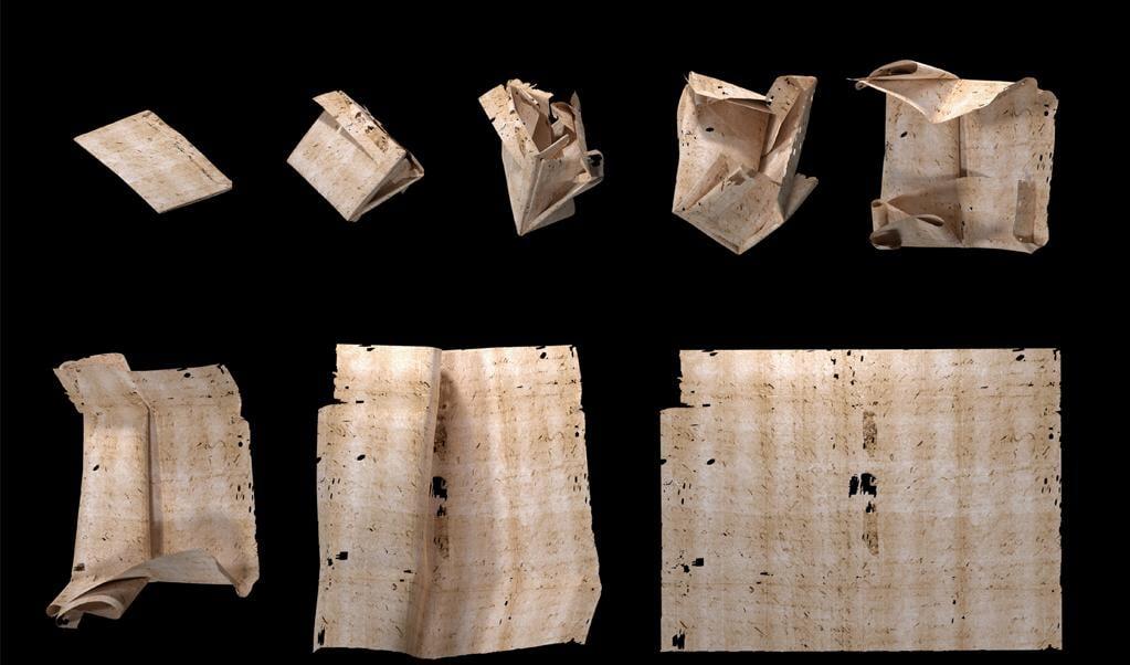 Het digitaal uitvouwen van een gescande brief stap voor stap in beeld gebracht.  (beeld unlocking history research group)