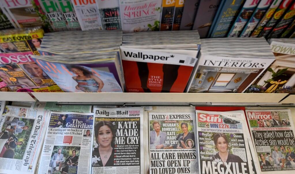 Alle Britse kranten openden maandag met het opzienbarende interview.  (beeld epa / Facundo Arrizabalaga)