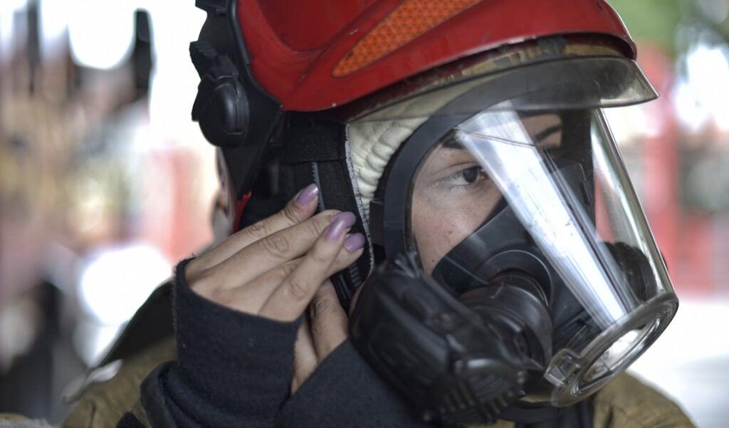 De brandweer rukte zondagmorgen uit om de brand te blussen.  (DOUGLAS MAGNO / AFP)