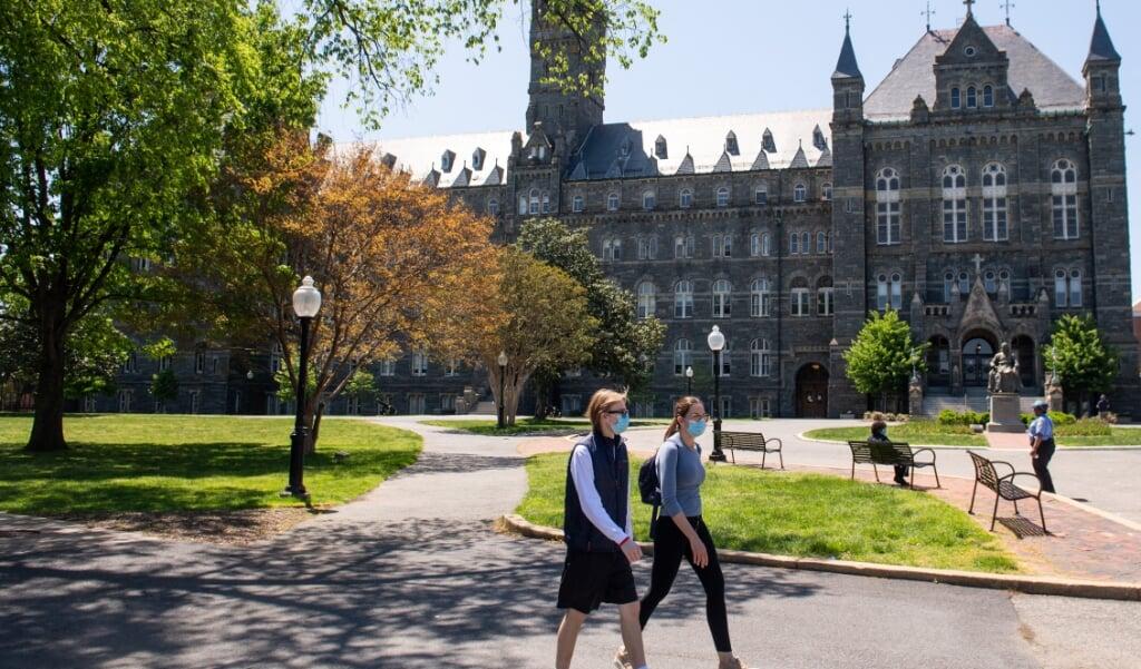 Georgetown University, de door jezuïeten opgerichte en geleide universiteit, waar in 1838 - om universiteitsschulden te kunnen betalen - 272 slaven werden verkocht.   (beeld afp / Saul Loeb)