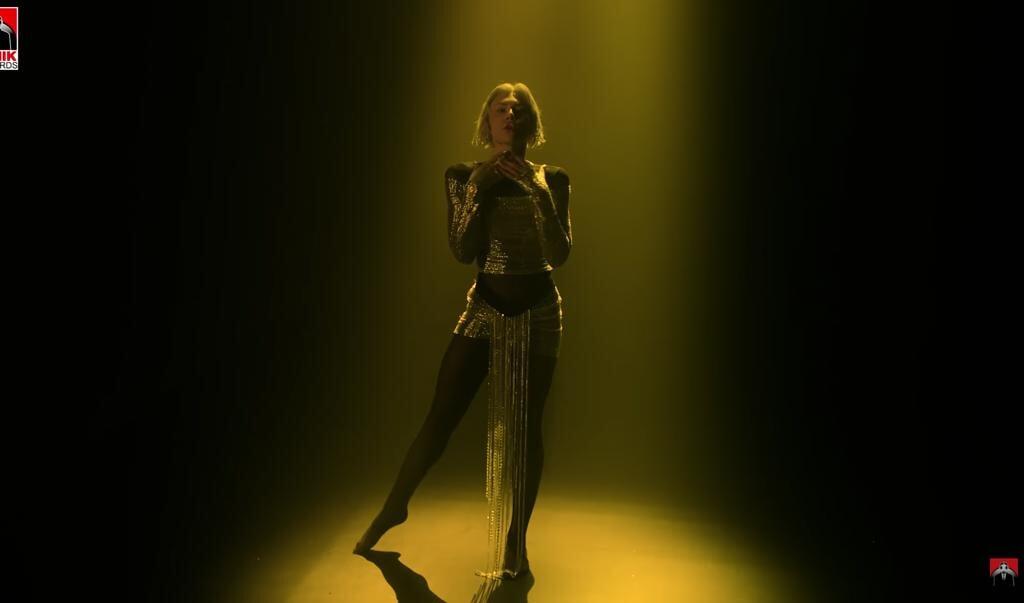 Zangeres Elena Tsagrinou zingt in El Diablo: 'Ik geef mijn hart aan de duivel'.  (beeld nd)