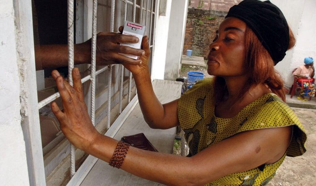 Behandeling tegen hiv/aids in een kliniek in Kisangani in 2005.   (beeld afp / Lionel Healing)