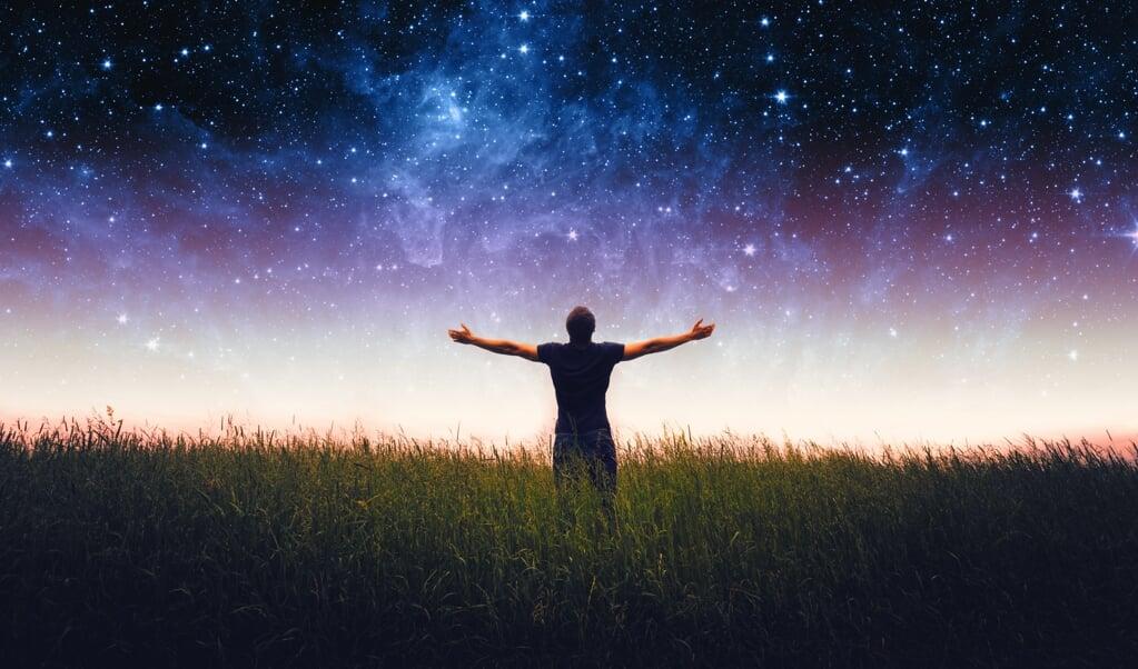 Kun je als het gaat om de kwestie van de uiteindelijke bestemming van de mens wel spreken van keuzevrijheid? Een mens heeft er ten diepste geen notie van waar hij 'ja' of 'nee' tegen zegt.  (beeld Sergey Isaev)