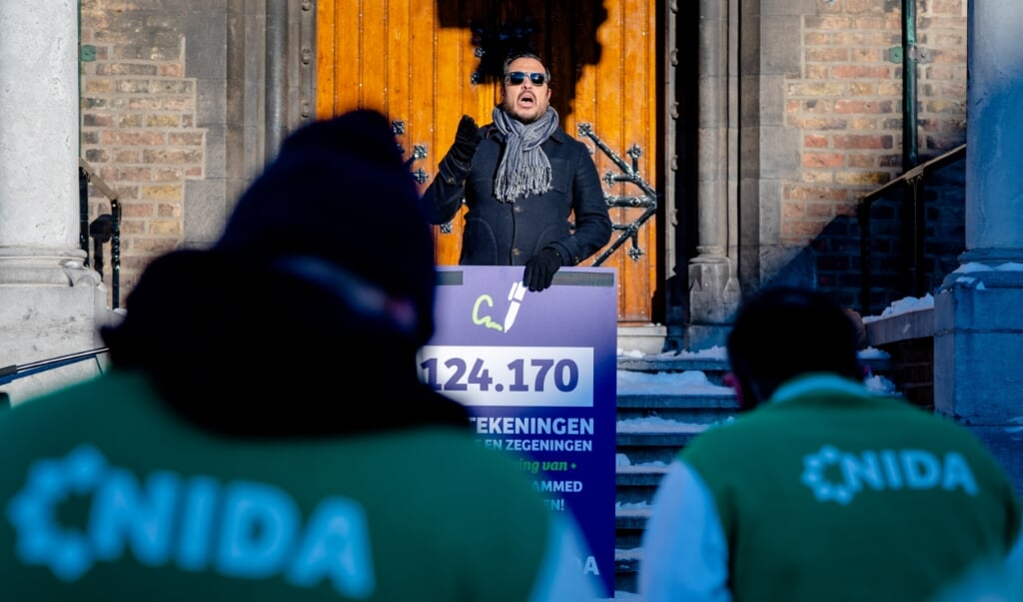 Nourdin El Ouali van NIDA tijdens een bijeenkomst op het Binnenhof.  (beeld anp / Bart Maat)