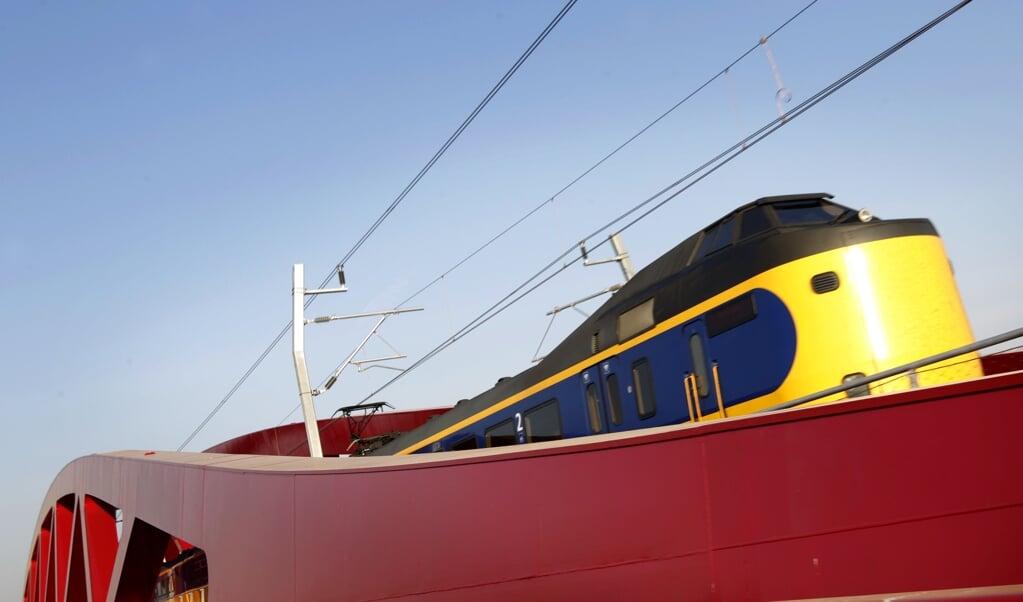 De treinverbinding met het Noorden is sinds de komst van de Hanzelijn (2012), tussen Lelystad en Zwolle, wel ietsje verbeterd, maar daarmee zijn de wensen voor een snelle verbinding met Groningen nog steeds niet verdwenen. Toch is de Lelylijn, zoals die verbinding heet, nog altijd onrendabel.  (beeld anp / Vincent Jannink)