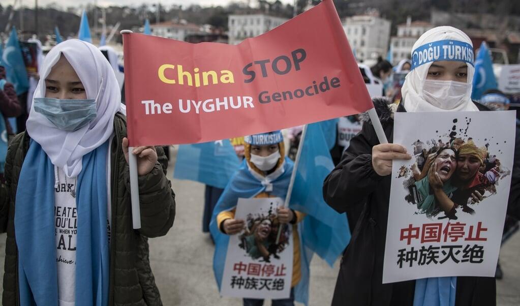 In Turkije werd maandag 8 maart, Internationale Vrouwendag, geprotesteerd tegen de onderdrukking van Oeigoeren in Xinjiang.  (beeld epa / Erdem Sahin)