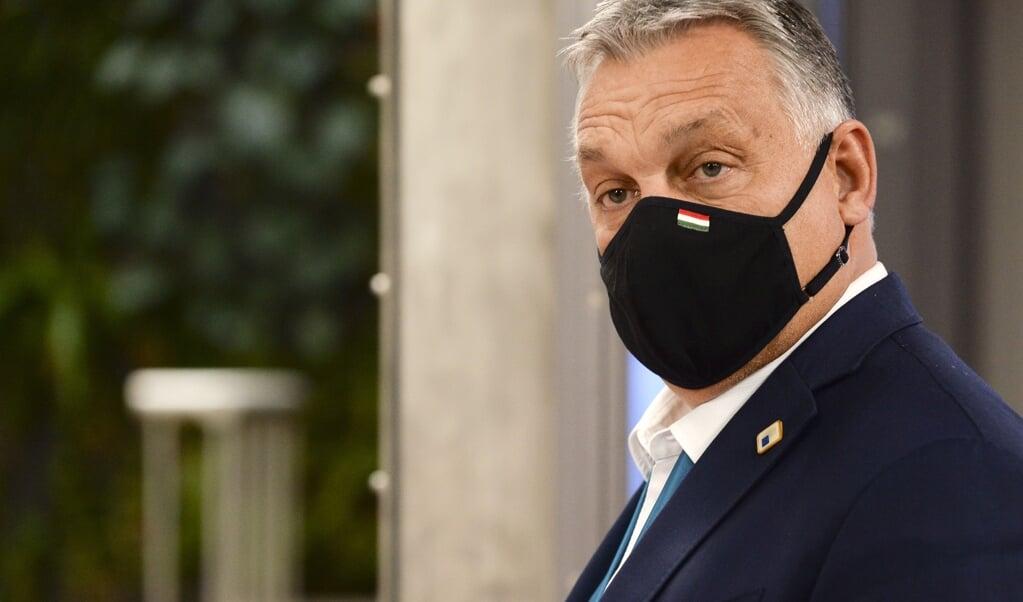 De partij van Viktor Orbán stapt uit de Europese fractie, zo maakte de Hongaarse premier woensdag bekend.  (beeld epa / Johanna Geron)