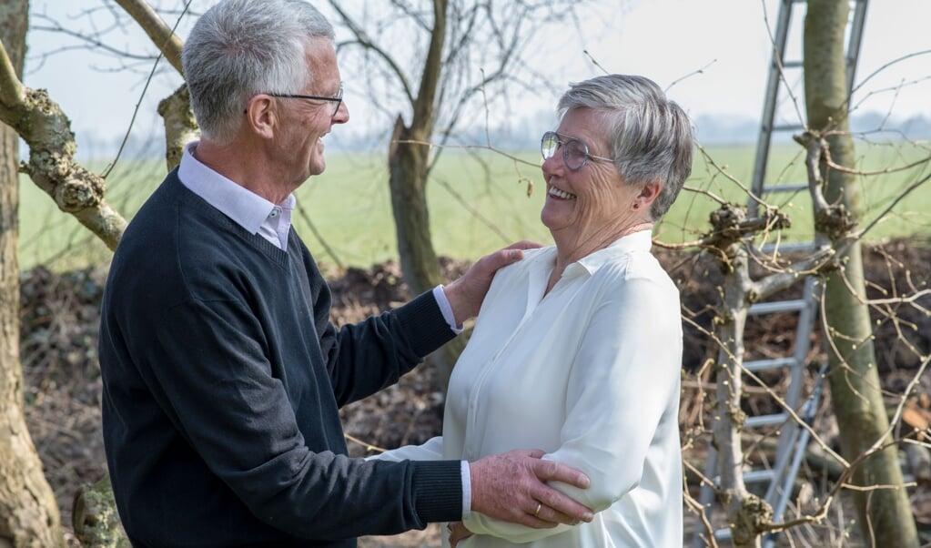 Henk en Jouktje de Ruiter. 'We houden wel utopisch veel van elkaar, hoor.'  (beeld Hans-Lukas Zuurman)
