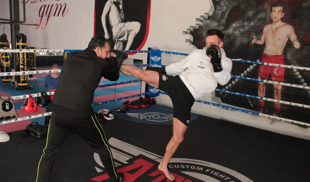 Robbie Hageman (r.) in actie tijdens een training.  (beeld Timo Visser)
