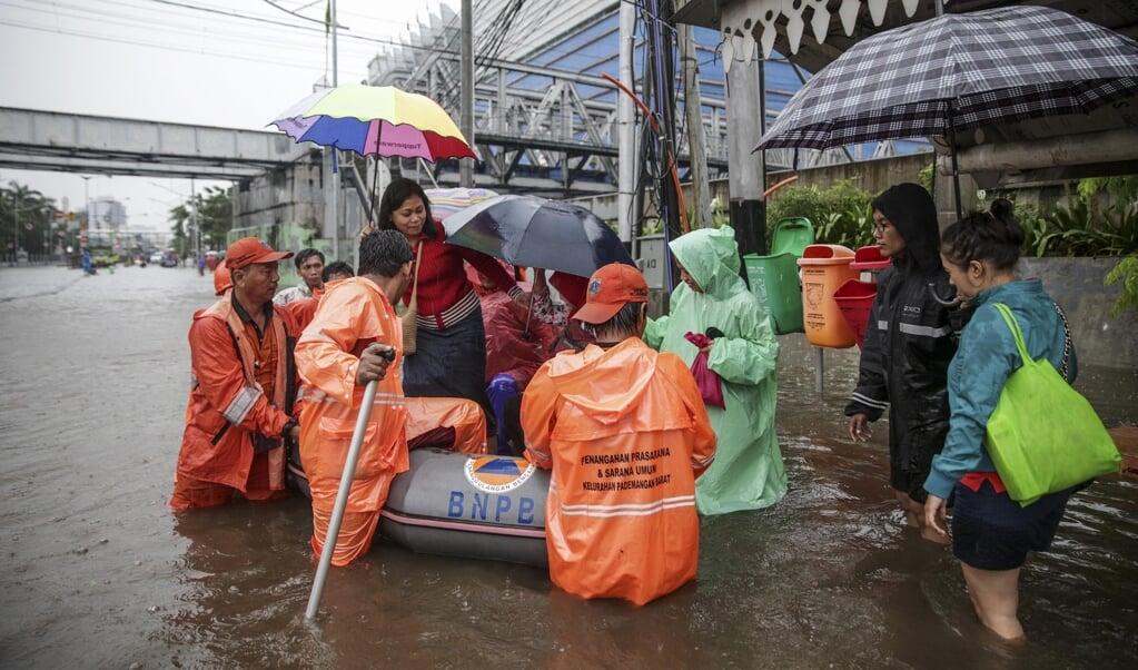 Overstroming aan de noordkust van Jakarta. Vooral kustbewoners in Zuidoost-Azië worden bedreigd door het effect van zeespiegelstijging en bodemdaling.  (beeld afp)