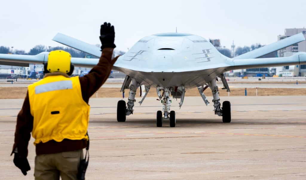 De VS zetten dit jaar een squadron op van onbemande MQ-25 Stingray multirole vliegtuigen.  (beeld us navy / Eric Shindelbower)