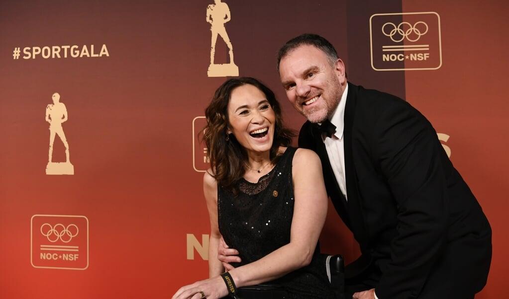 Bibian Mentel en haar man Edwin Spee in 2019 op de rode loper voorafgaand aan het NOC*NSF Sportgala.  (beeld anp / Piroschka van de Wouw)