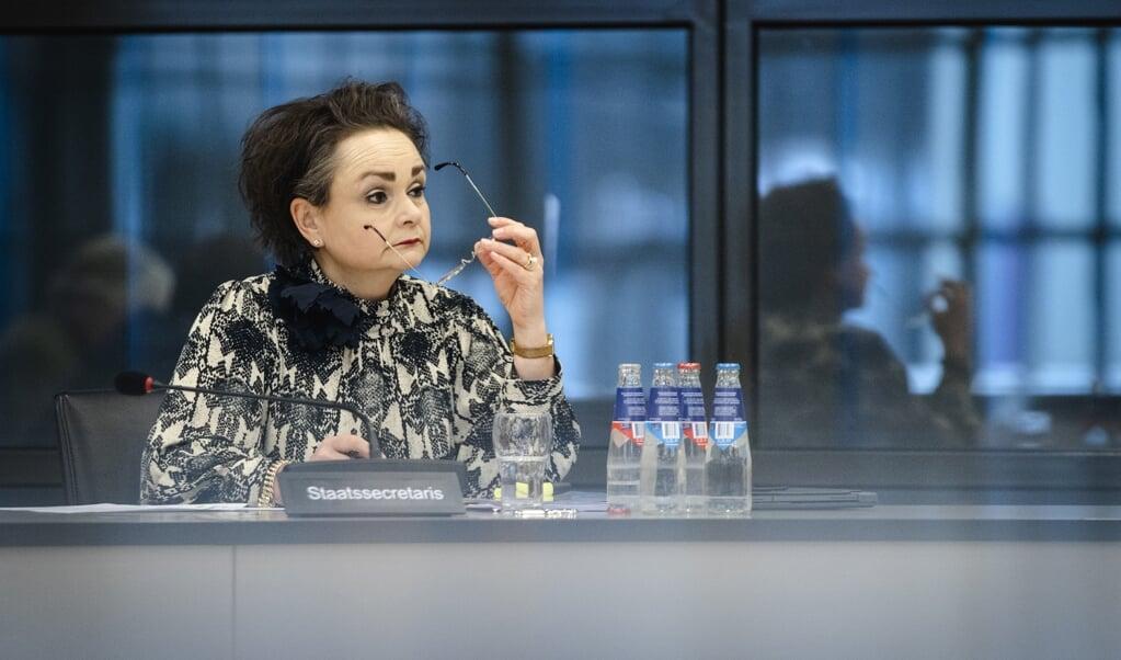 Alexandra van Huffelen, demissionair staatssecretaris van Financiën, in de Tweede Kamer tijdens een algemeen overleg over de hersteloperatie kinderopvangtoeslagen.  (beeld anp / Sem van der Wal)