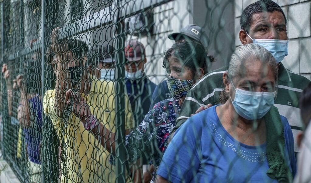 Gevluchte Venezolanen in een opvangkamp net over de grens met Colombia.  (beeld afp / Vanessa Jimenez)