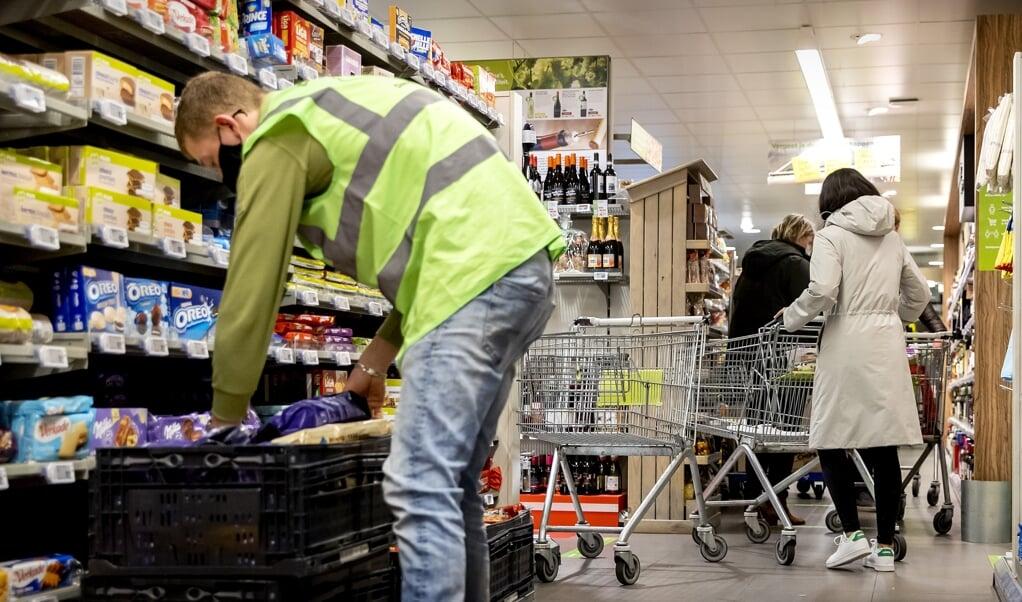 'Nergens goedkoper' betekent in een supermarkt soms: nergens hier in de directe omgeving.  (beeld anp / Koen van Weel)