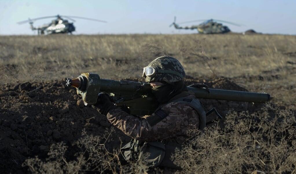 Oekraïense militairen op het grensgebied nabij de Krim. Sinds de annexatie van de Krim in 2014 is het onrustig langs de Europese oostgrens.   (beeld afp / Sega Volskii)