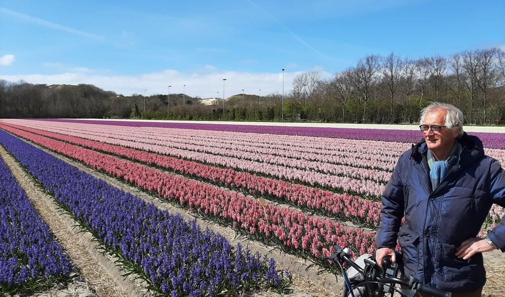 Piet Apeldoorn: 'Tulpen hebben het pas naar hun zin als het vijftien, zestien graden is.'   (beeld nd)