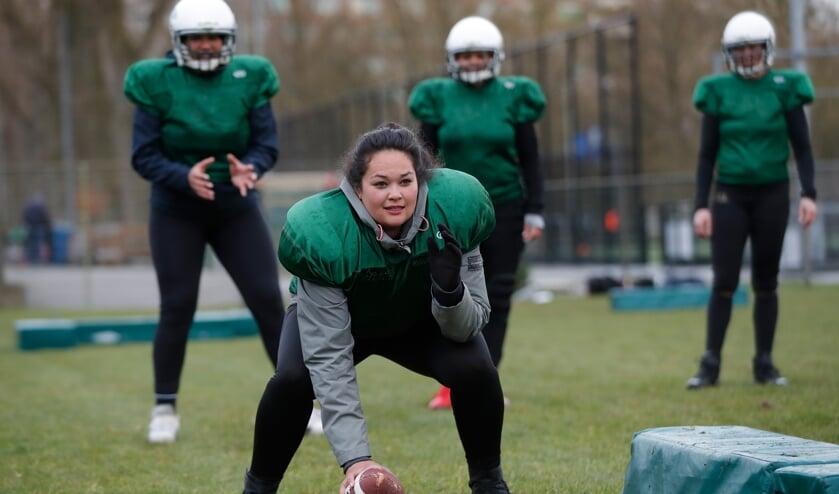 Dames die incasseren en uitdelen - bij American football voor vrouwen is het heel normaal