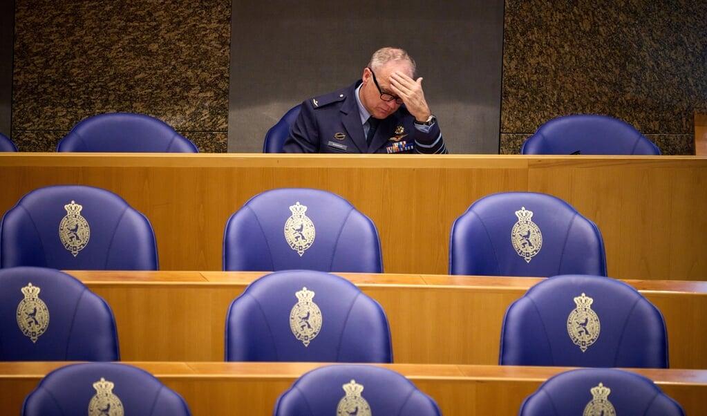 CDS Onno Eichelsheim tijdens een debat in de Tweede Kamer over de inzet van tachtig extra militairen in Afghanistan. De militairen zijn nodig voor de beveiliging van de NAVO-missie daar, omdat de verwachting is dat de veiligheidssituatie zal verslechteren.  (beeld anp / Phil Nijhuis)