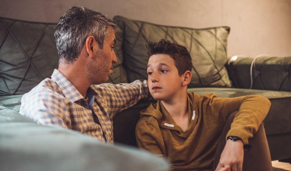 Behandel jongeren zoals liefdevolle ouders normaal gesproken hun kinderen behandelen.  (beeld istock)