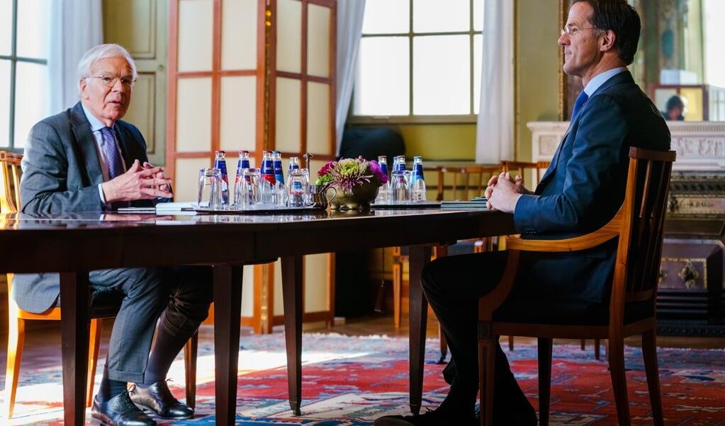 Mark Rutte op gesprek bij informateur Herman Tjeenk Willink.  (beeld anp / Marco de Swart)
