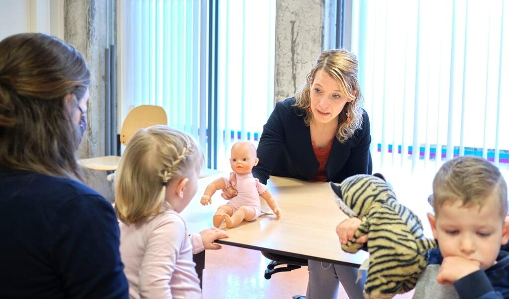 Ermelo, 8 april 2021. Annemieke Goudkuil, jeugdverpleegkundige. Consultatiebureau JGZ Ermelo.  (beeld Dick Vos)