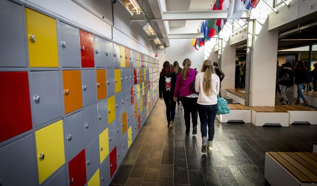 In veel gevallen mengen sociale groepen zich op school niet automatisch als ze zich in dezelfde ruimte bevinden. Daar is meer voor nodig.  (beeld anp / Jerry Lampen)