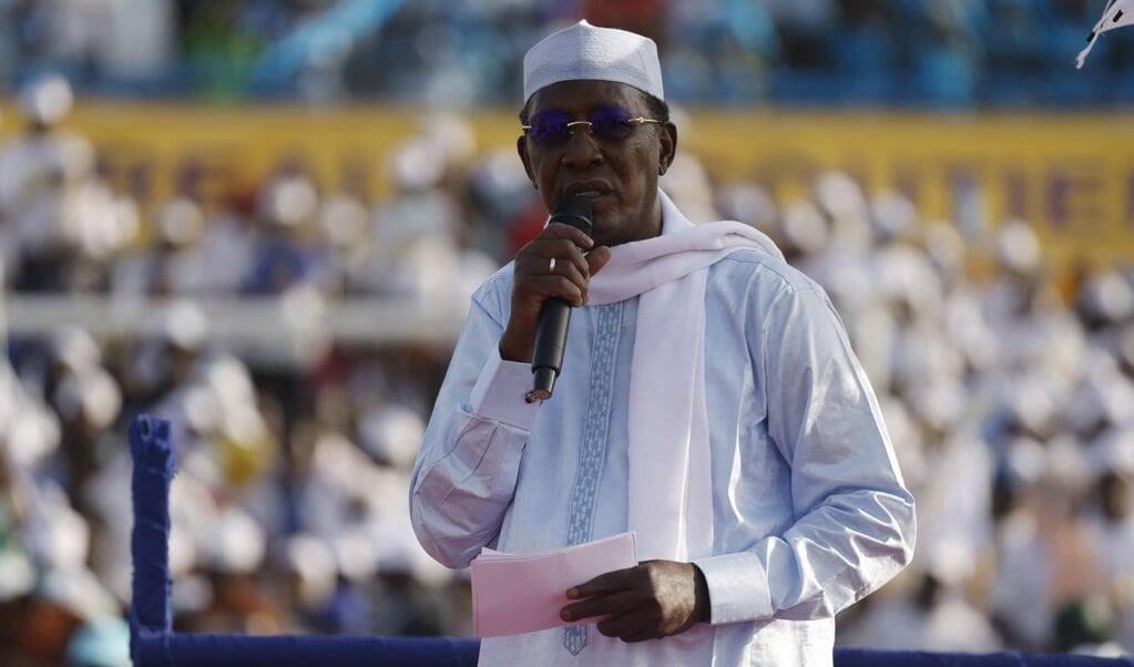 President Idriss Déby sprak twee weken geleden nog zijn aanhangers toe.  (beeld afp / Marco Longari)