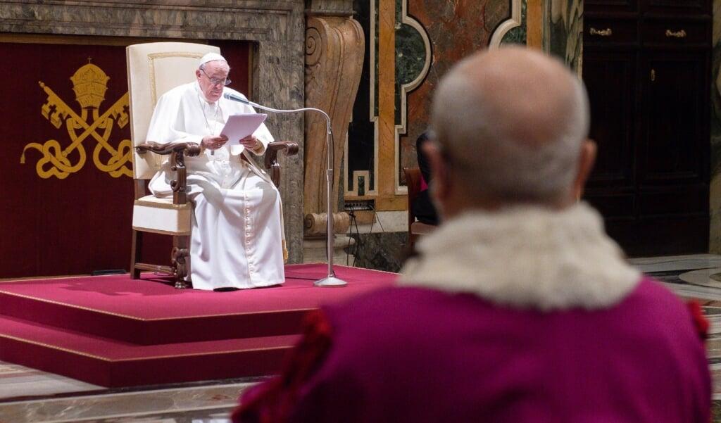Paus Franciscus ontving op 29 januari 2021 de rechters van de hoogste Vaticaanse rechtbank, de Rota, ter gelegenheid van de opening van het juridische jaar.   (beeld Epa / Vatican Media)