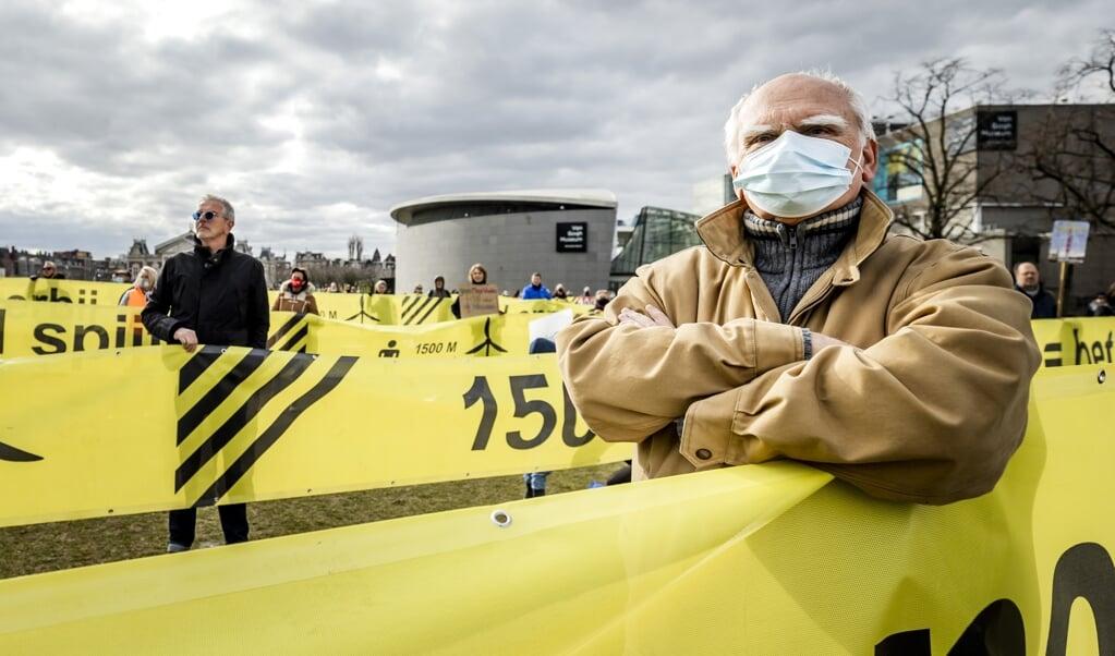Protest tegen windmolens in Amsterdam. Wat is wijs?   (beeld anp / Remko de Waal)