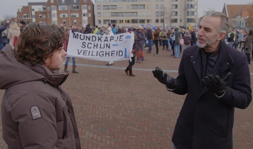 Vanavond op tv: Filemon Wesselink duikt in de wereld van het complotdenken