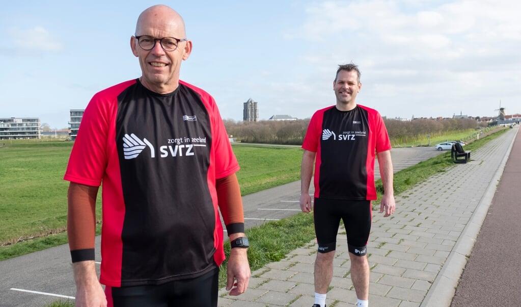 Jan Boot (l.) en Dirk de Korne met op de achtergrond de Dikke Toren van Zierikzee.  (beeld Dirk-jan Gjelterma)