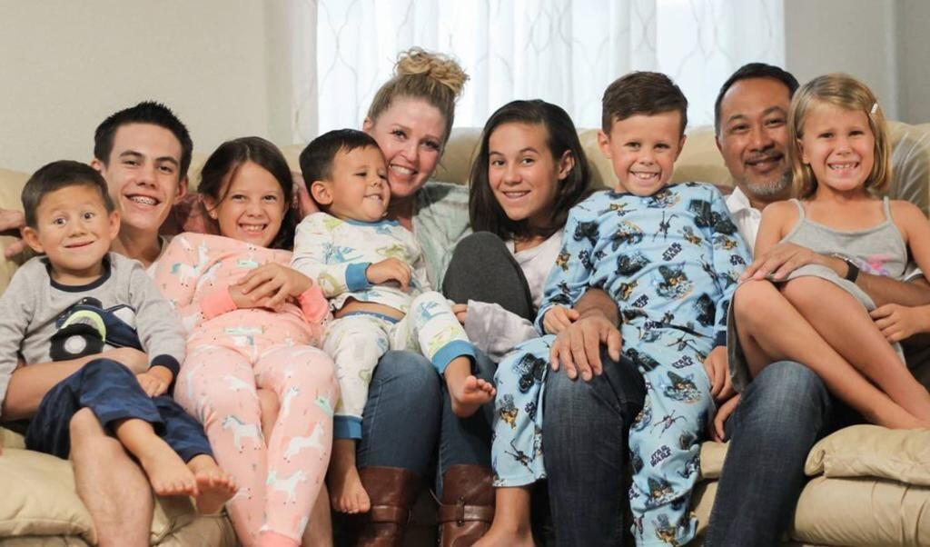 Het nieuwe gezin van Pam Willis.  (beeld Pam Willis / Instagram)