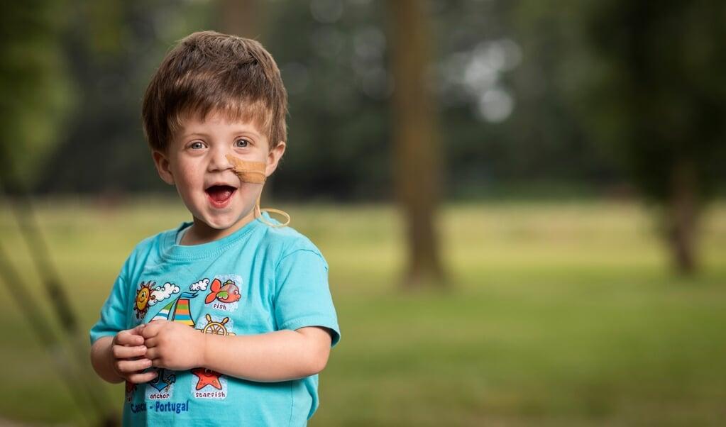 De tweejarige Ben, die wacht op een donorlever.  (beeld Ruben Timman)