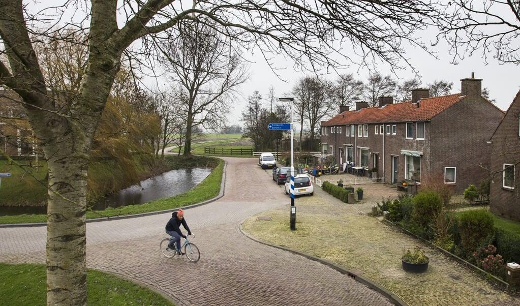 Om Friesland leefbaar te houden, moet er gebouwd worden. Huizen die worden verbonden door goed openbaar vervoer. Krimp in het noordoosten en noordwesten van de provincie kan omgebogen worden tot verantwoorde groei.  het dorpje Pingjum, in het noordwesten van de provincie.  (beeld anp / Vincent Jannink)