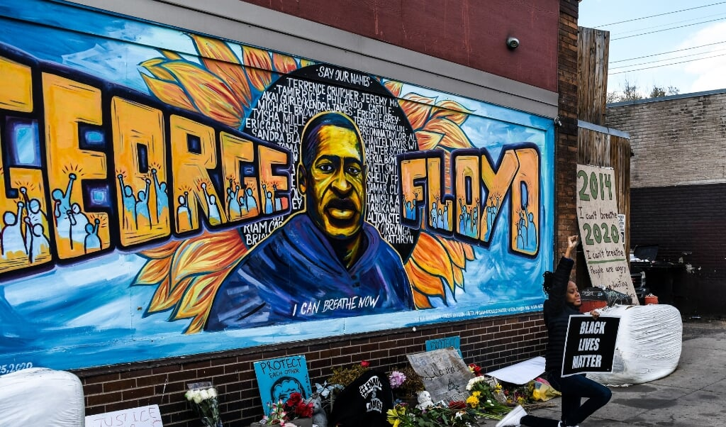 Muurschildering van George Floyd in Minneapolis.  (beeld afp / Chandan Khanna)