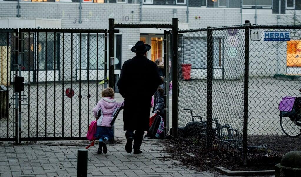 De orthodox-joodse school in Amsterdam negeerde de blauwe plekken waarmee Dina-Perla Portnaar op school verscheen.  (beeld anp / Robin van Lonkhuijsen)
