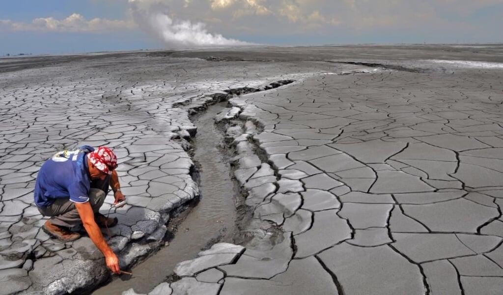 De moddervlakte rond de vulkaan Lusi.  (beeld uio / Adriano Mazzini)