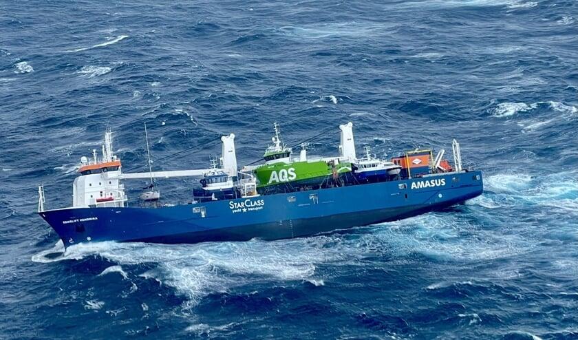 Het Nederlandse schip Eemslift Hendrika drijft stuurloos voor de Noorse kust. Het risico bestaat dat de zware stookolie en diesel die aan boord zijn het milieu beschadigen.  (beeld afp)