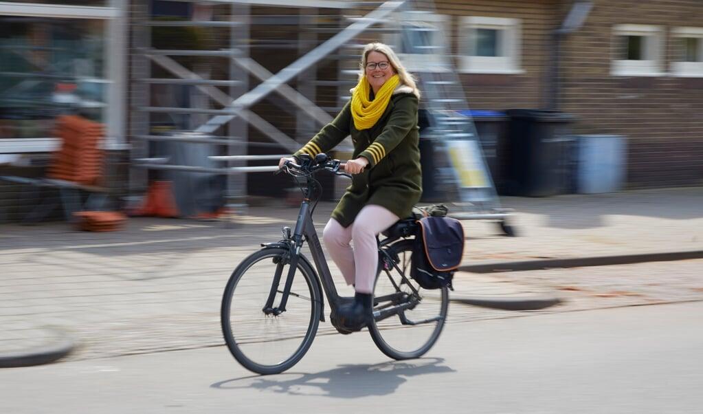 Ic-verpleegkundige Annet Duin: 'Als ik naar mijn werk reed, fietste ik langs een lege snelweg. We waren solidair met elkaar, maar dat gevoel is nu weg.'  (beeld Jaco Klamer)
