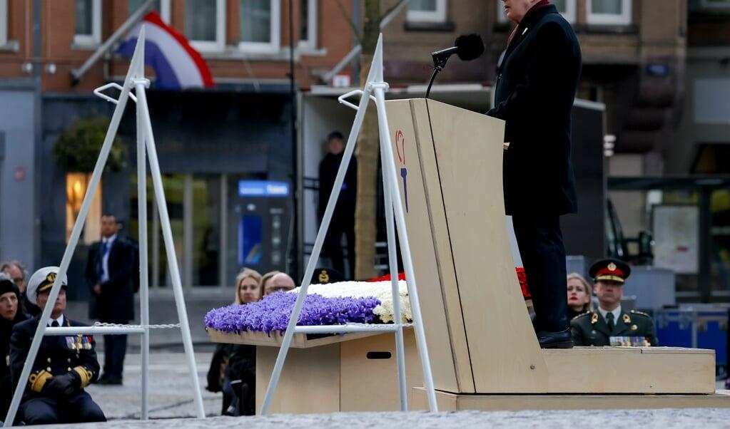 Andre van Duin tijdens zijn toespraak ter gelegenheid van de Nationale Dodenherdenking op de Dam.   (beeld anp / Royal Images Koen van Weel)