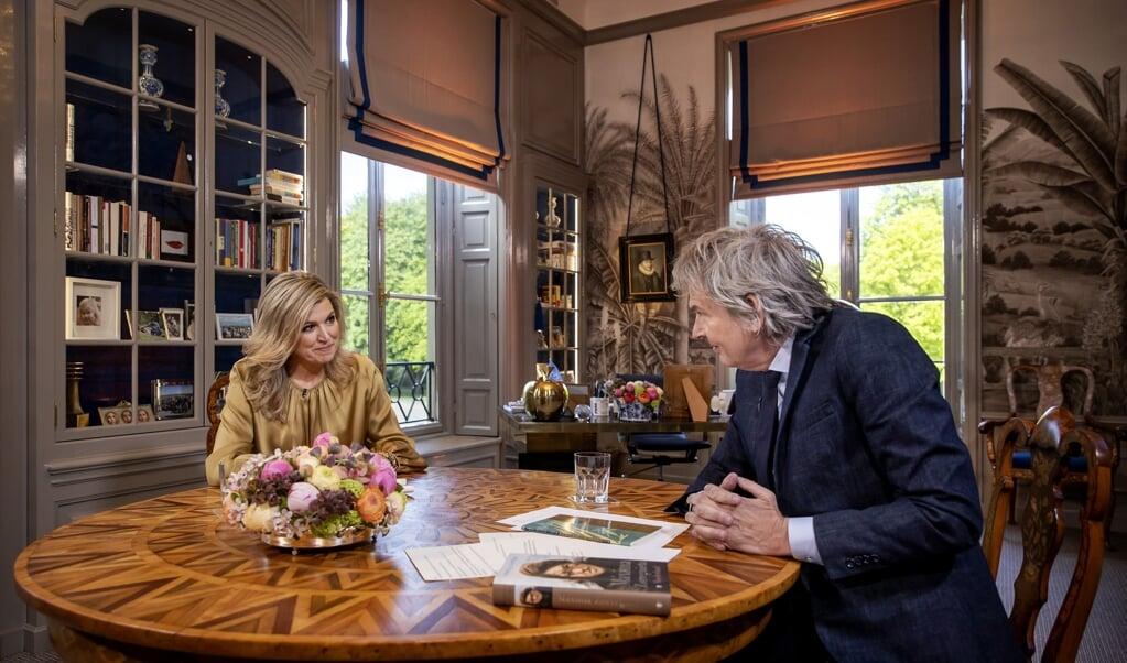Koningin Máxima tijdens het interview met Matthijs van Nieuwkerk.  (beeld anp / Koen van Weel)