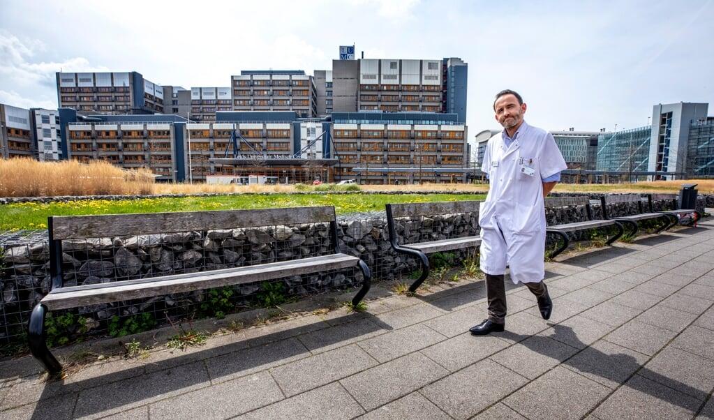Jerry Braun, voorzitter van de Vereniging voor Thoraxchirurgie, bij het LUMC: 'Mensen hebben nog begrip voor uitstel ook.'  (beeld Raymond Rutting)